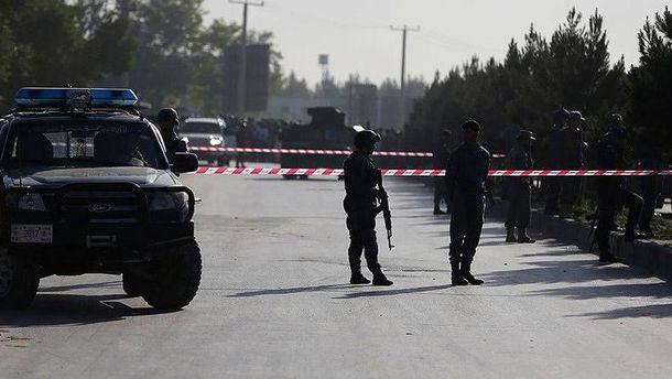 ВАфганистане машина смирными жителями подорвалась насамодельной мине
