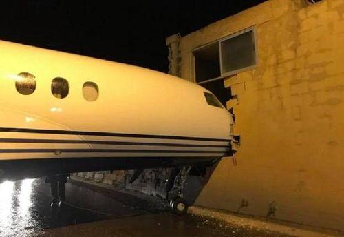 Самолет английского лорда врезался в сооружение