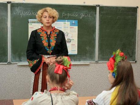 Украинским учителям поднимут заработную плату на25% вновом году
