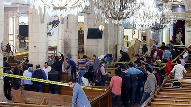 При атаке нацерковь под Каиром погибли девять иранены 10 человек