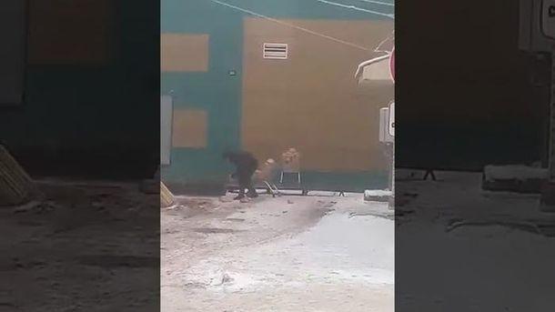 В РФ попало навидео, как хлеб для магазина собирают сземли