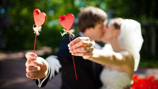 Украинки стали вдвое чаще выходить замуж заполяков
