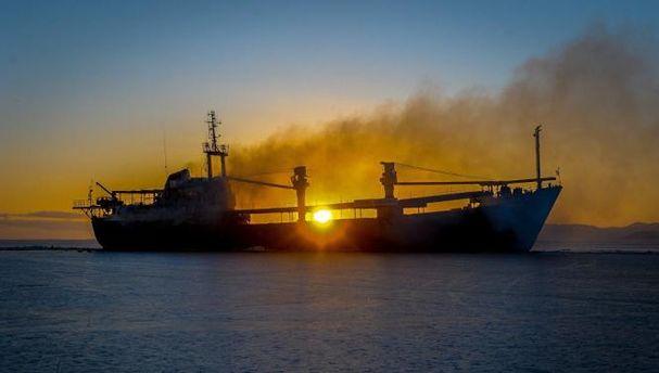 Біля берегів Китаю вибухнув палаючий танкер