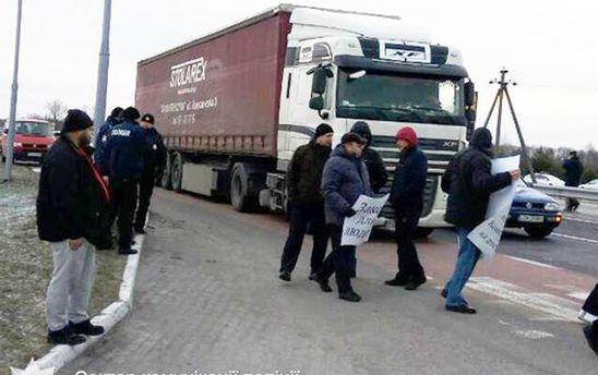 НаВолыни заблокировали дорогу кпольской границе: названа причина