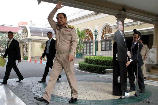 Прем'єр Таїланду залишив для спілкування з журналістами свою картонну копію