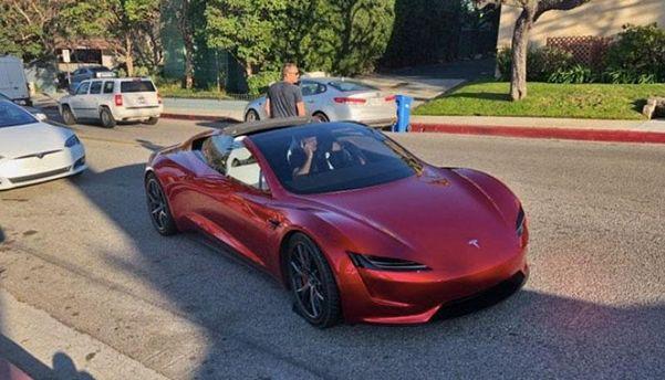 Tesla Roadster 2020 вже з'явився на дорогах