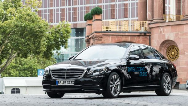Mercedes-benz поступово позбавляється водіїв: Відео