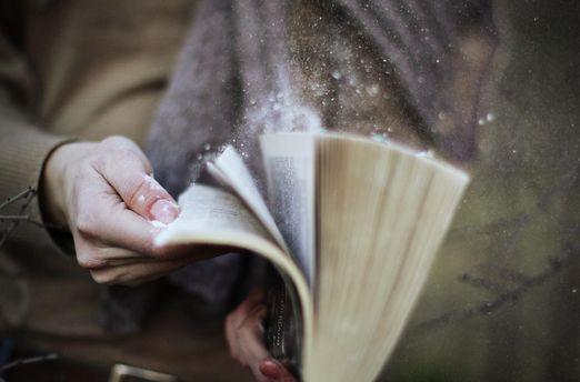 Що читати довгими зимовими вечорами: підбірка найкращих книг