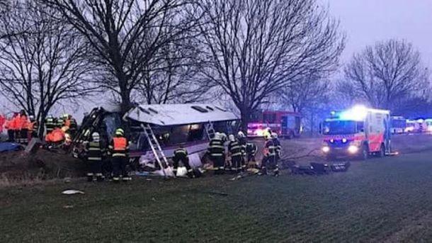 УПразі пасажирський автобус потрапив уДТП: троє загиблих і 45 поранених