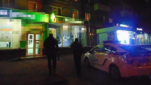 ВКиеве посетители аптеки словили  вора, укравшего деньги налечение ребенка