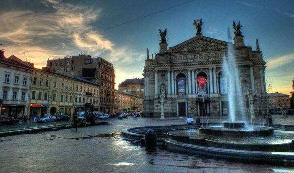 Туристи витрачають гроші на Львів thumbnail