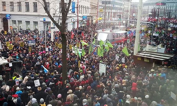 Около 20 тыс.  противников коалиционного руководства  Австрии вышли наулицы Вены