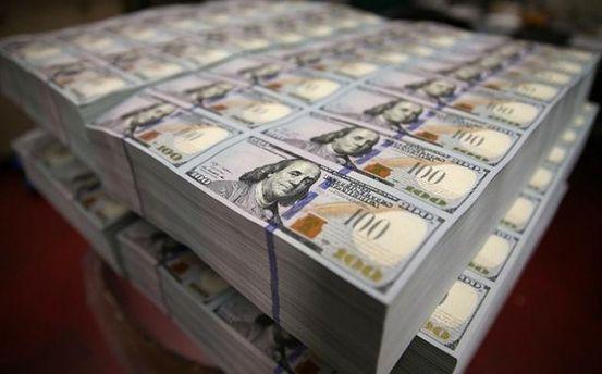 В государство Украину  валюта завозится самолётами— по1 миллиону долларов вдень