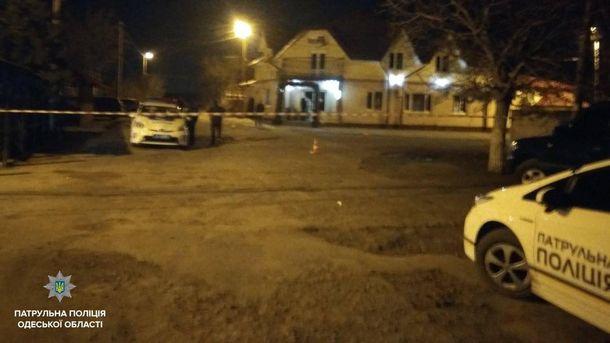 В Одесской области злоумышленники во время схватки травмировали полицейскую и хотели наехать на нее автомобилем