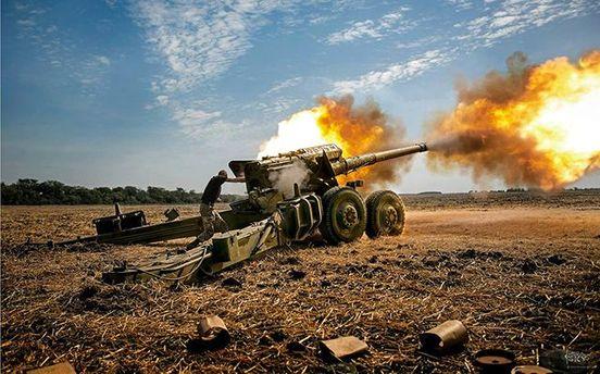 Небо разрывалось: бойцы АТО показали видео ночной стрельбы изартиллерии