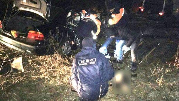Потужне зіткнення двох машин на Рівненщині, тіла витягали рятувальники: страшні кадри