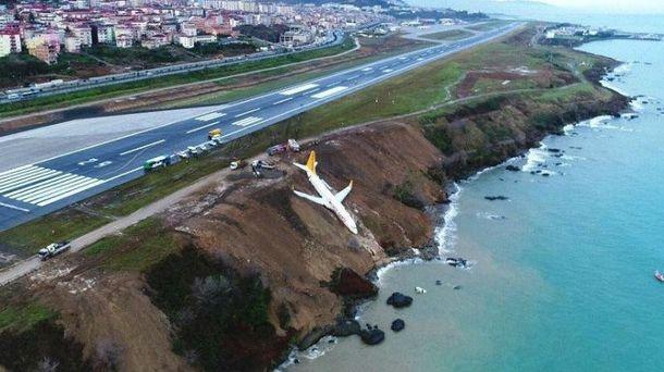 Страшные кадры: появилось видео с самолета, который падал в море в Турции