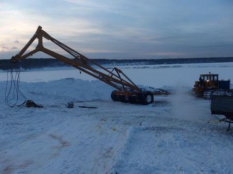 ВРосії втопили трактор при спробі витягнути кран, який рятував бензовоз