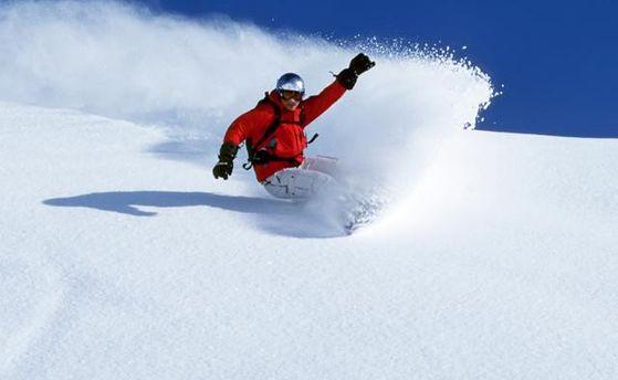 УКарпатах сноубордиста ледь невбила лавина: опубліковане відео