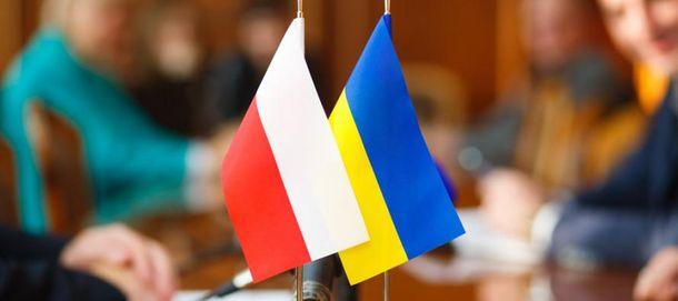 Наказаны трое поляков, вытиравших ноги офлаг Украинского государства