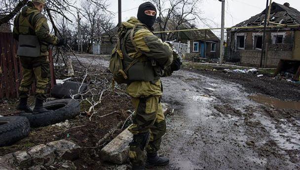 Терористи на Донбас залишили помирати свого солдата на пол бою