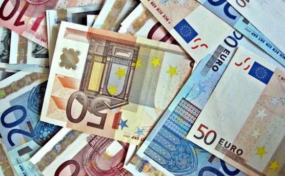 Наличный курс валют 22 января: евро и доллар остановили стремительный рост