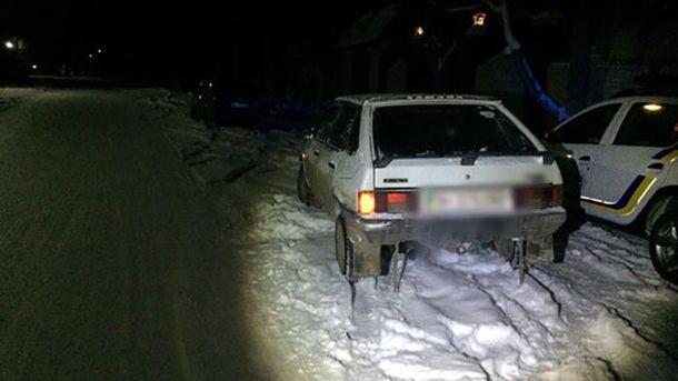 Девушки на санях столкнулись со встречным авто на дороге: детали происшествия