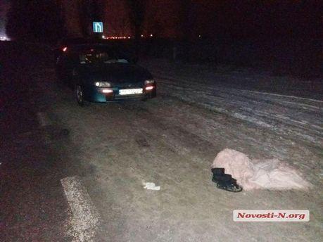 Пьяная 13-летняя девушка угодила  под колеса автомобиля, когда сидела среди  дороги