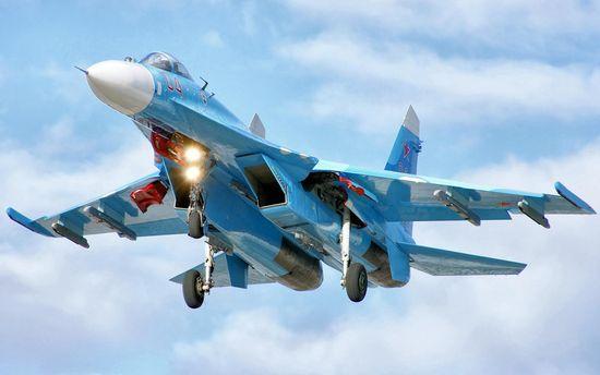 ВМС США опублікували відеокадри зухвалого маневру російського Су-27 уЧорному морі