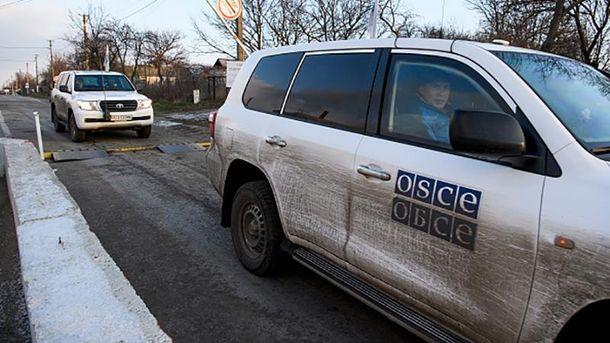 Під Ясинуватою терористи обстріляли спостерігачів ОБСЄ