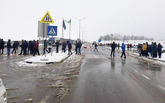 З'явилися фото зблокування кордону наЛьвівщині