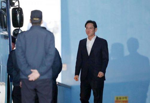 В Південній Кореї випустили насвободу главу Samsung
