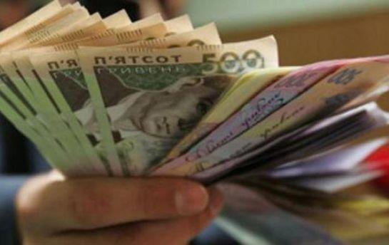 Міністерські зарплати: у Кабміні назвали імена найбільш оплачуваних чиновників