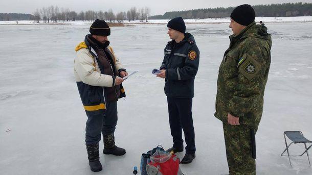 """Результат пошуку зображень за запитом """"рятувальники біля замерзлих водойм"""""""
