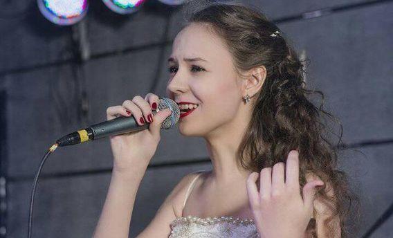 Юна українська співачка попросила у Путіна притулок в Росії (фото)