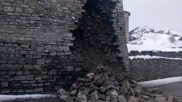 В Каменце-Подольском обвалилась часть легендарной крепости: фото