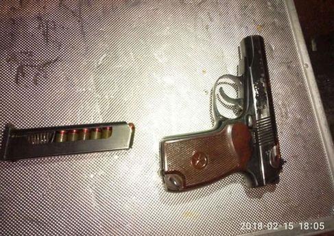 Біля наметів під Верховною Радою поліція затримала чоловіка зі зброєю