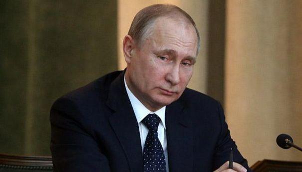 Хворий Путін прийшов на публічний захід (фото)