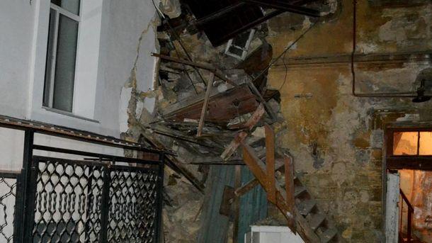 В Одессе обрушилась часть жилого дома с людьми: фото с места происшествия