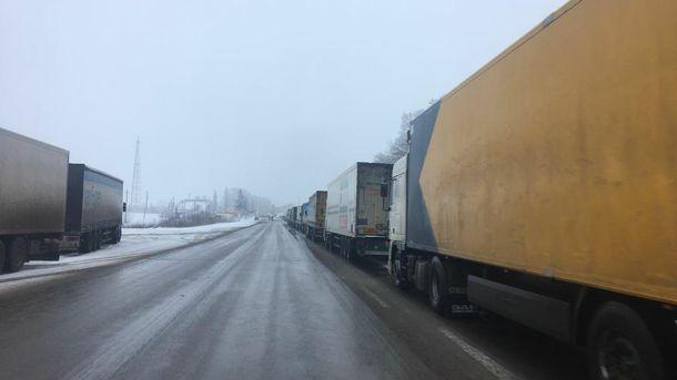 Россия третий день не пропускает грузовики через границу на Харьковщине