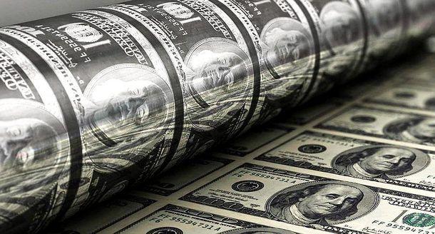 Пока кризис косит российские банки, РФ рекордно скупает ценные бумаги США
