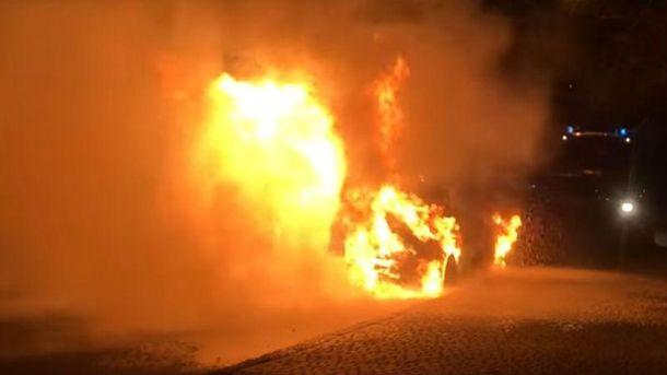Позашляховик Lexus депутата Одеської міськради згорів минулої ночі (Відео)