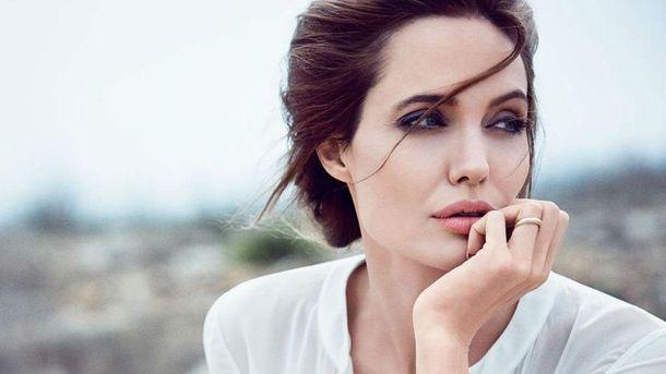 Анджелина Джоли отреагировала на развод Энистон и Теру ... анджелина джоли новости