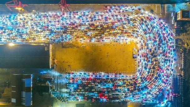 В КНР из-за тумана создалась пробка из 8-ми тыс. машин