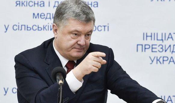 У Порошенко прокомментировали принудительное раздевание женщин в суде по делу Януковича