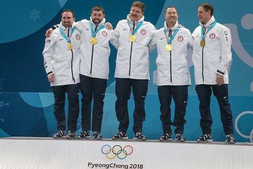 Североамериканским керлингистам поошибке вручили медали запобеду вженском турнире