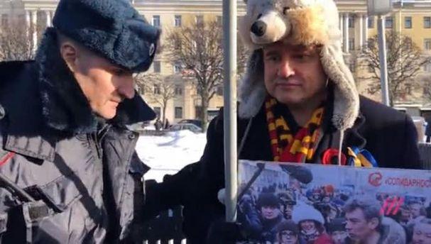 Намарші пам'яті Нємцова уПетербурзі затримали чоловіка зпрапором України