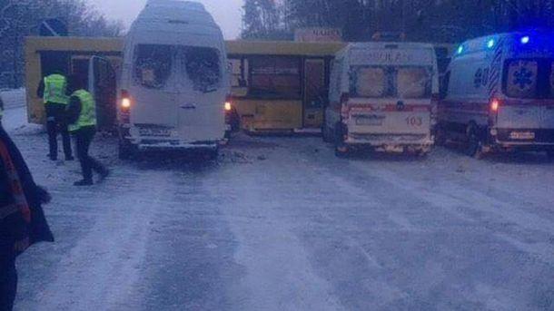 ДТП наЖитомирській трасі: автобус перегородив дорогу