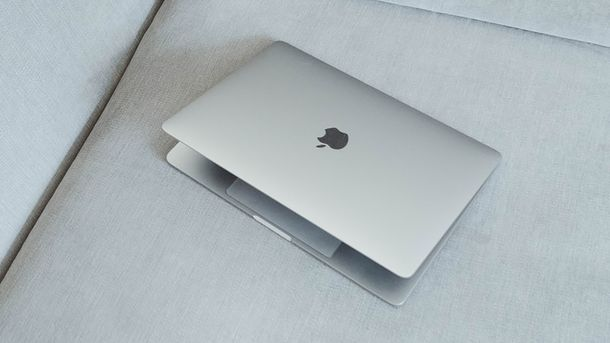 Компания Apple запатентовала Mac Book с двумя экранами
