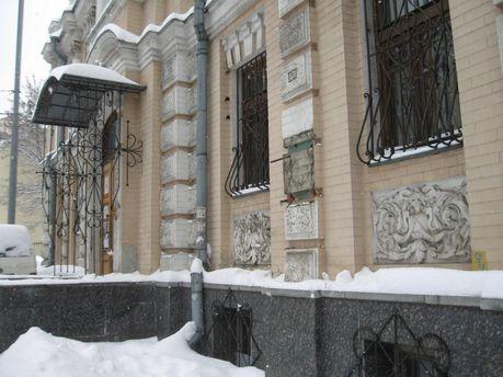 ВКиеве сфасада музея украли бюст Леси Украинки— Работали профессионалы